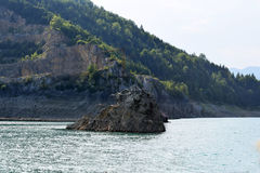 Kamienna wyspa w jeziorze Zdjęcie Stock