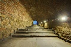 Kamienne ściany tunel i schodka tło Zdjęcia Royalty Free