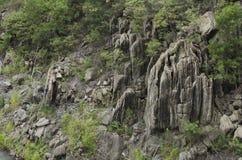 Kamienne falezy w lesie przy Bhumibol tamą w Tak, Tajlandia Zdjęcie Royalty Free