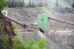 Kamiennego gniotownika maszyna w otwartej jamy kopalni Zdjęcie Royalty Free