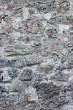 Kamiennej ściany tła zbliżenie, vertical gipsujący grunge czerwieni popielaty beż stonewall wapnia wzór, stary starzejący się wie Fotografia Royalty Free