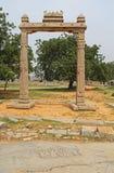 Kamienni bareliefy zanim królewiątka Balansują w Hampi, Karnataka, India zdjęcia royalty free