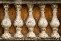 Kamienni poręcze na pomarańczowym tle, zdjęcia royalty free