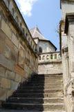Kamienni schodki w starym Europejskim mieście obraz stock