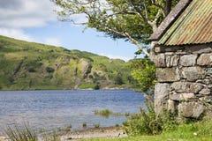 Kamienny Łódkowaty dom jeziorem Obrazy Royalty Free