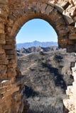 Kamienny archway przy wielkim murem w Jinshanling w zimie blisko Pekin w Chiny obraz royalty free