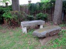 Kamienny ławka ogród zdjęcia royalty free