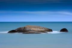 Kamienny Błękitny morze fotografia stock