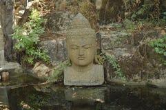 Kamienny Buddha w jeziorze zdjęcia royalty free