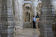 Kamienny cyzelowanie przy ranakpur świątynią zdjęcia royalty free