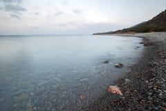 Kamienny denny wybrzeże w ranku Zdjęcie Stock