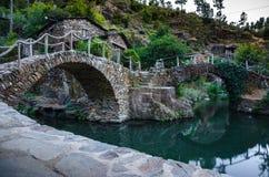 Kamienny dom i most, wioska Foz De Egua, Portugalia Obrazy Stock