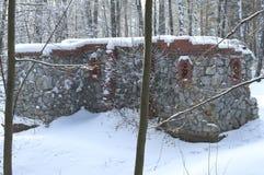Kamienny kasztel zakrywający z śniegiem Obraz Royalty Free