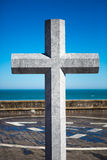 Kamienny krzyż ku pamięci zmarłych żeglarzów. Lekeitio, bask zdjęcie royalty free