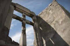 Kamienny krzyż od niskiego kąta Fotografia Royalty Free