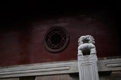 Kamienny lew na balustradzie Fotografia Royalty Free