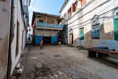 KAMIENNY miasteczko ZANZIBAR, STYCZEŃ, - 9, 2015: Ulica Kamienny miasteczko na słonecznym dniu Obrazy Stock