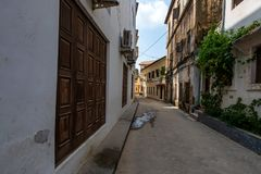 KAMIENNY miasteczko ZANZIBAR, STYCZEŃ, - 9, 2015: Ulica Kamienny miasteczko na słonecznym dniu Zdjęcia Royalty Free