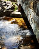 Kamienny most przy zatoczką Zdjęcie Royalty Free