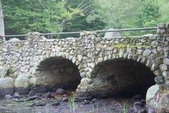 Kamienny most w d W Śródpolny park zdjęcia stock
