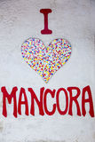 Kamienny mozaiki serce na biel ściany tle Zdjęcie Stock