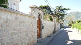 Kamienny ogrodzenie w Montenegro blisko willi morskiej zdjęcie wideo
