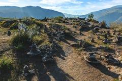 Kamienny ostrosłup blisko Katun rzeki w Altay górach Chemal, Altay republika, Syberia Obraz Royalty Free