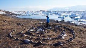 Kamienny pierścionek i lodowy unosić się w Jokulsarlon w Iceland Obrazy Stock
