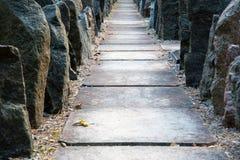 Kamienny przejście między skałami Fotografia Stock