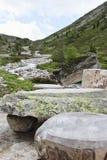 Kamienny pykniczny stół w Tyroler Ziller dolinie, Austr Zdjęcie Stock