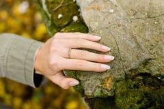 Kamienny ręka pierścionek Zdjęcia Royalty Free