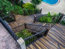 Kamienny schody otaczaj?cy greenery obraz royalty free