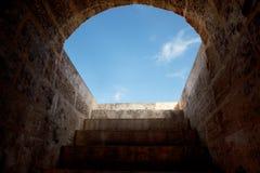 Kamienny schody wspina się niebo Obraz Royalty Free