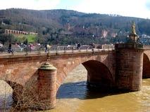Kamienny Stary most dzwonił Charles Theodore w Heidelberg mieście nad Neckar rzeką zdjęcie stock