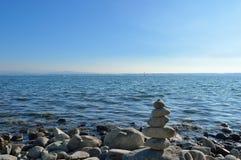 Kamienny stos przy jeziornym Constance Obraz Stock