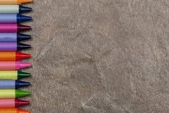 Kamienny tło z koloryt kredki granicą Zdjęcia Royalty Free