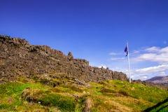 Kamienny urwisko w parku narodowym Thingvellir w Iceland 12 06,2017 Zdjęcie Royalty Free