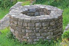 Kamienny wodny well zdjęcia stock