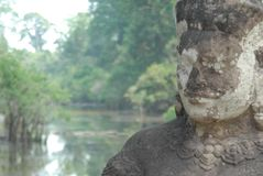 Kamienny wojownik chroni wejście Angkor Wat obrazy royalty free