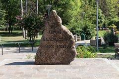 Kamienny zabytek przy parkiem Obrazy Royalty Free