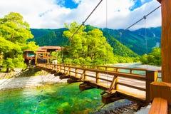 Kamikochi ha inclinato la vista di Mt Hotaka del ponte di Bashi della kappa Immagine Stock