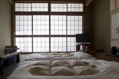 KAMIKOCHI, JAPAN KANN 22,2016: traditioneller japanischer Raum in der Trachtenmode Lizenzfreies Stockfoto