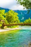 Kamikochi-Kappa-Brücken-Fluss-Berg Hotaka-Dake V Lizenzfreie Stockfotos