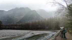 Kamikochi Nationaal Park in de Noordelijke Alpen van Japan van de Prefectuur van Nagano, Japan Mooie berg in de herfstblad met ri royalty-vrije stock fotografie