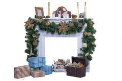 Kamin mit Weihnachtsdekorationen Stockbilder