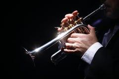 Kamin, Trompete, Musik lizenzfreie stockfotografie