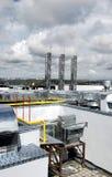Kamin und Rohre Ventilation auf einem Gebäude Stockfoto
