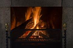 Kaminflammen im Winter Lizenzfreie Stockbilder