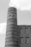 Kaminnahaufnahme und -teil eine Backsteinmauer des einfarbigen Tones Stockfoto