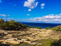 Kamiros de oude stad blijft, ruïneert onder zonnige hemel in witner royalty-vrije stock fotografie